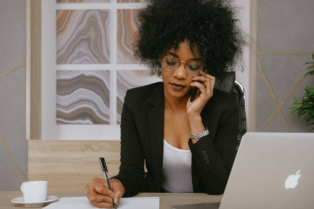 https://www.txhes.com/_resources/images/newsroom-resources/stock-photos/woman-on-call-h1.jpg